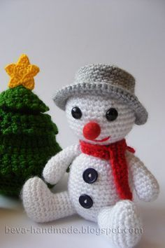 The Snowman - Free Amigurumi Pattern - Polish and English (Next to Polish Pattern) here: http://beva-handmade.blogspot.co.uk/2013/12/bawanek-bouli-opis-bouli-snowman-free.html