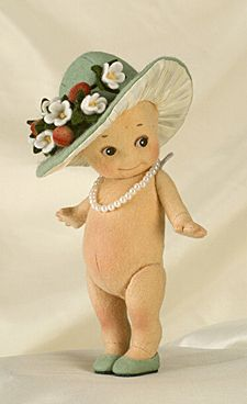 R John Wright Collectible Dolls Green Bonnet Kewpie Kewpie Easter Collection Old Dolls, Antique Dolls, Vintage Dolls, Christopher Robin, Kitsch, Doll Toys, Baby Dolls, John Wright, Doll Tattoo