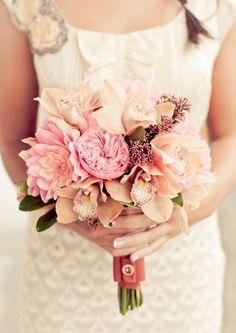 Blumenstrauß Ideen-Hochzeitsstrauß duftende Orchideen-farbband