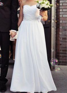 Piękna zwiewna suknia ślubna! Kup mój przedmiot na #vintedpl http://www.vinted.pl/damska-odziez/sukienki-wieczorowe/8030854-zwiewna-suknia-slubna-jennifer-vaiano-w-greckim-stylu-dziewczeca  #sukniaślubna #weddingdress #zwiewna #dziewczęca #muślin #grecka #prosta #skromna #biała