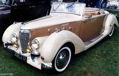 1935 Citroën Traction-avant 11 AL Vilette ════════════════════════════ http://www.alittlemarket.com/boutique/gaby_feerie-132444.html ☞ Gαвy-Féerιe ѕυr ALιттleMαrĸeт   https://www.etsy.com/fr/shop/frenchjewelryvintage?ref=ss_profile  ☞ FrenchJewelryVintage on Etsy http://gabyfeeriefr.tumblr.com/archive ☞ Bijoux / Jewelry sur Tumblr