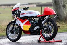 Suzuki TR 500 - Gorgeous love it Suzuki Cars, Suzuki Motorcycle, Custom Motorcycles, Cars And Motorcycles, Cafe Racers, Attic, Motorbikes, Racing, Nice