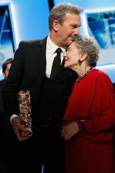 """En 2013, les César célèbrent l'Amour !  Comme prévu, """"Amour"""" de Michael Haneke, repart avec des statuettes. Le tapis rouge et palmarès de la 38e cérémonie en images"""