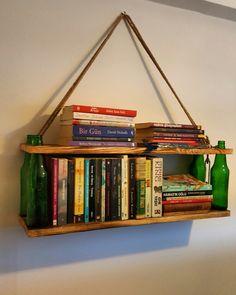 Doğal şişeli halatlı raf El yapımı, kişiye özel ebatlarda üretim yapılmaktadır. Resimdeki ürün Genişlik 1 mt dir. Detaylar için iletişime geçebilirsiniz. 05546846157 @agacdekor #agacdekor#wood #woodlife #dekorasyon #kütük #evdekor #kitaplık Uygun fiyat Kalite Özel Üretim
