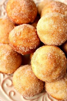 Cinnamon Sugar Mini Donut Muffins - little gems that look like muffins but taste like your favorite cinnamon donuts! Cinnamon Sugar Mini Donut Muffins - little gems that look like muffins but taste like your favorite cinnamon donuts! Donut Muffins, Donut Cupcakes, Mini Donuts, Mini Pancakes, Baked Donuts, Baked Donut Holes, Baby Muffins, German Pancakes, Cinnamon Muffins