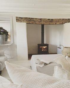 All white/plastered inglenook Living Room White, White Rooms, Home Living Room, Style At Home, Cottage Lounge, Farm Cottage, Inglenook Fireplace, Fireplaces, Blue Lounge