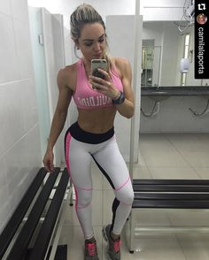 "Look perfeito da Camila!!  Superhot é Superhot!! All Superhot collection you find in our store at www.fitzee.biz  #Repost @camilalaporta with @repostapp.  Fico parecendo uma ""maria louca"" pós treino mas o que importa é o que interessa!  Back day  panturrilha  cardio nervoso !  Academia: @uplay_fitness  Look Superhot da @missfitbrasil e @fitzee_store  Suplementação sempre da @gaction_suplementos .  Coach: @ricardopannain _______________________________________________ #bikinicompetition…"