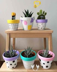 25 Creative DIY ideas with beautiful pots to welcome Spring 25 creative DIY ideas with beautiful pots to welcome Spring | My desired home<br> 25 creative DIY ideas with beautiful pots to welcome Spring Flowers and vases are already at their best, and it is time to get inspiration for the most beautiful colorful ideas to welcome the beaut… Painted Plant Pots, Painted Flower Pots, Decorated Flower Pots, Fleurs Diy, Flower Pot Crafts, Clay Pot Crafts, Diy Clay, Plant Painting, Coffee Plant
