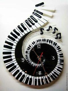 such a cool clock! Clock Art, Diy Clock, Clock Decor, Unusual Clocks, Cool Clocks, Fused Glass Art, Stained Glass Art, Music Decor, Wooden Clock