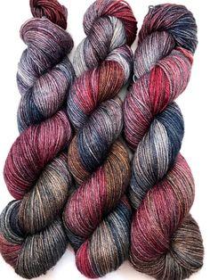 Hand gefärbte Garn blau lila rot braun grau Bluefaced
