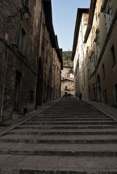 In de verte: Basilica di Sant'Ubaldo, Gubbio