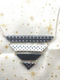 Collier plastron en papier origami noir et blanc/cadeau pour elle/collier chic/bijou de soirée de la boutique LatelierdIsabo sur Etsy