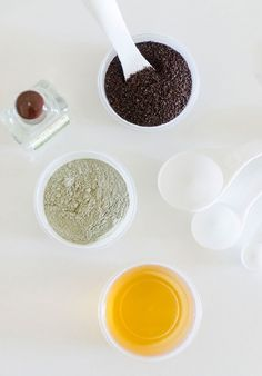 Coffee Clay Face Mask - All-Natural Face Masks You Can Make From Food You Already Have - Photos Clay Face Mask, Face Masks, Chocolate Face Mask, Aloe Vera Face Mask, Beauty Case, Beauty Tips, Diy Beauty, Clay Faces, The Beauty Department