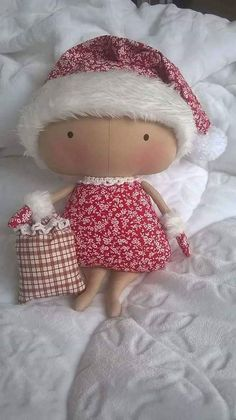 Tilda in Santa hat Doll Clothes Patterns, Doll Patterns, Diy And Crafts, Arts And Crafts, Tilda Toy, Baby Fairy, Sewing Dolls, Cute Toys, Fabric Dolls
