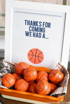 Basketball Party Ideas - Fitness and Exercises, Outdoor Sport and Winter Sport Sports Themed Birthday Party, Basketball Birthday Parties, 2nd Birthday Parties, Birthday Party Favors, 10th Birthday, Birthday Basket, Birthday Ideas, Basketball Party Favors, Soccer Banquet