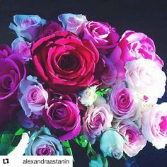 🌹What is it about roses that lifts the spirit!??? ________________________________ #roses #rose  #sochic #pinkroses #flowers #bouquet #floraldesign #goodvibes #photooftheday #styleblogger #greece #greekblogger #fashionblogger #fashionaddict #ootd #chic #style #love