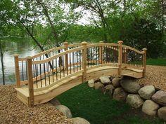 idée pour une pont de jardin en bois avec pierres