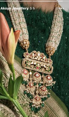 Gold Jewelry Simple, Trendy Jewelry, Fashion Jewelry, Pearl Necklace Designs, Jewelry Design Earrings, Mughal Jewelry, Indian Bridal Jewelry Sets, Royal Jewelry, Antique Jewellery Designs