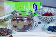 Creme de Chia com Cacau e Frutos Vermelhos: um pequeno-almoço em família para fazer em 5 minutos