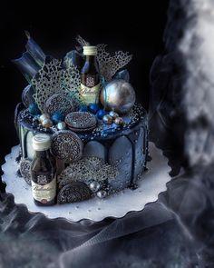 211 отметок «Нравится», 22 комментариев — Рецепты.Советы. Арт-кондитер (@bondnataliitsme) в Instagram: «Как вы относитесь к тортам с маленькими алкогольными бутылочками? Лично мне нравится ,это…»