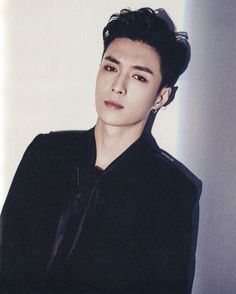 Lay 레이 || Zhang Yixing 張藝興 || EXO || 1991 || 177cm || Main Dancer || Vocal || Chinese