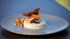 Nicole's fluffy burnt honey and citrus parfaits are paired with crisp honeycomb chunks and macadamia nut tuille. Dinner Party Desserts, Cold Desserts, Master Chef, Masterchef Recipes, Parfait Desserts, My Dessert, Dessert Ideas, Almond Cakes, Sugar And Spice