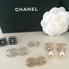 Uploaded by Find images and videos about love, chanel and earrings on We Heart It - the app to get lost in what you love. Cute Jewelry, Jewelry Accessories, Fashion Accessories, Fashion Jewelry, Gold Jewelry, Jewellery, Chanel Jewelry, Luxury Jewelry, Estilo Glamour