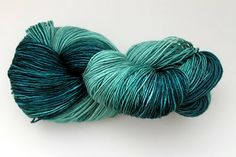 Such a cool blog about how to do a gradient style turquoise yarn...i'm sure it could be used for other colours too, though, but this is what I'm thinking of using for @Becky Miller's yarn! :)