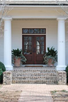 loving the greenery combo in these pots flanking this most gorgeous southern home via vreelandroad.blogspot.com