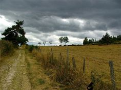 Waiting for the storm - French Compostelle Way