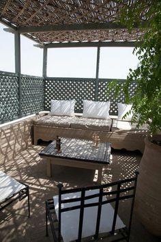 Cozy patio in Morocco | More photos http://petitlien.fr/coinsdeparadis