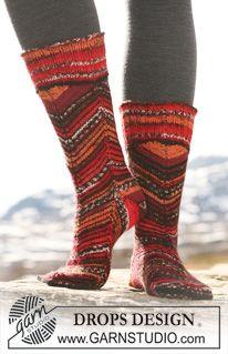 "Siksak-kuvioiset DROPS sukat ""Fabel""-langasta. ~ DROPS Design"