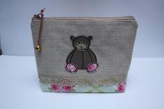 Bustina portatutto con orsetto di NotOnlyTeddy su Etsy, €15.00