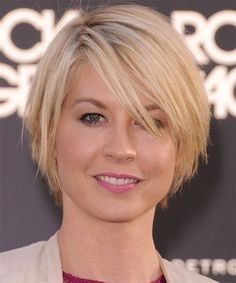 View yourself with Jenna Elfman hairstyles and hair colors. View styling steps and see which Jenna Elfman hairstyles suit you best. Layered Bob Hairstyles, Haircuts For Fine Hair, Round Face Haircuts, Hairstyles For Round Faces, Straight Hairstyles, Cool Hairstyles, Bob Haircuts, Celebrity Hairstyles, Hairstyles 2016