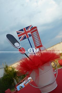 "Centerpieces "" London Party "" by Blend eventos"