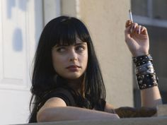 Krysten Ritter has beaten the competition to land the role of superhero-turned-detective Jessica Jones in Marvel and Netflix's new drama! Not surprising, as she seemed to be one of the most f… Breaking Bad Jesse, Krysten Ritter Breaking Bad, Breaking Bad Season 2, Jane From Breaking Bad, Breaking Hair, Walter White, Jessica Jones, Krystin Ritter, Beaking Bad
