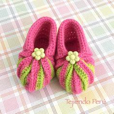 Crochet: zapatitos con punta acordeón en dos colores! Adaptamos el conocido patrón en dos agujas y quedaron lindos :) Video tutorial del paso a paso!
