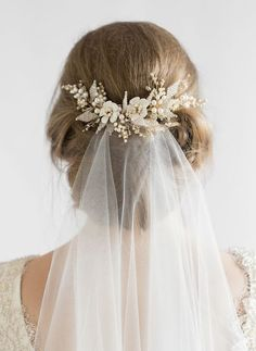 Hair Comes the Bride - 20 Bridal Hair Accessories Get Style .- Hair Comes the Bride – 20 Bridal Hair Accessories Get Style Advice for Any Budget This hair comb is a charming piece to frame your hairdo and attach the flyaway veil - Floral Wedding Hair, Hair Comb Wedding, Wedding Hair And Makeup, Wedding Veils, Headpiece Wedding, Gold Headpiece, Wedding Dress, Floral Hair, Bridesmaid Dress