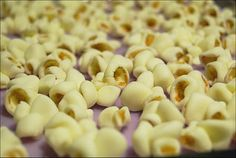 Tutorial on how to make fondant popcorn