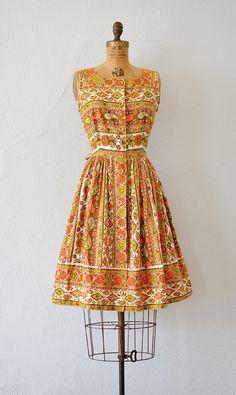 Vintage 1960s orange and yellow paisley print cotton sundress | #1960s #60sdress #vintagedress