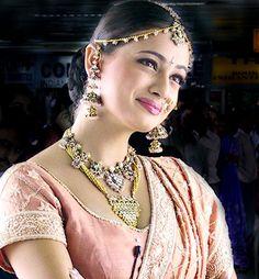 Dia Mirza, beautiful jewelry & embroidery