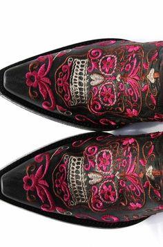 "WOW!  Old Gringo ""Klak"" Sugar Skull Boots! Purple & Blackhttp://www.cowgirlkim.com/wow-old-gringo-klak-sugar-skull-boots-purple-black.html"