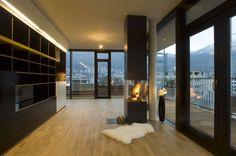Wohnbereich mit Kamin #architecture #penthouse #interior #fireplace Architekt: ludin*plank*penz, Foto: Gerda Eichholzer
