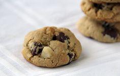 Ridiculously Good Whole Grain Chocolate Chip Macadamia Nut Cookies {Vegan} | Feastie