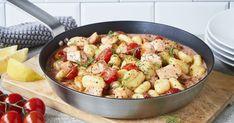 Unsere Gnocchi mit Lachs sind der perfekte Sattmacher: Zarter Lachs mit wertvollen Omega-3-Fettsäuren, feine Kartoffel-Gnocchi und eine cremige Tomatensauce mit Dill. Ein Genuss für Groß und Klein.