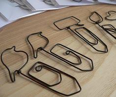 Marque-pages en fil de fer recuit, différents modèles de trombones, thème de la nature & la lecture : Marque-pages par adafe