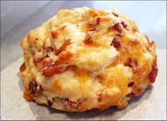Bacon-Cheddar Muffins Add a half of hard boiled egg inside. Bacon Recipes, Brunch Recipes, Cooking Recipes, Chicken Recipes, Popular Recipes, Great Recipes, Favorite Recipes, I Love Food, Good Food