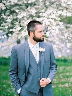 Photography: Alison Duffy Photography - www.alisonduffyphotography.com  Read More: http://www.stylemepretty.com/2015/06/23/rustic-romantic-farm-wedding-in-missouri/