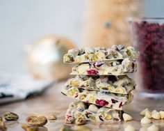 We're loving this tart and nutty White chocolate, Pistachio, and Cranberry Bark | XOXO Bella