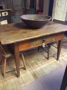 Early 1790s PA Hepplewhite Tavern Table